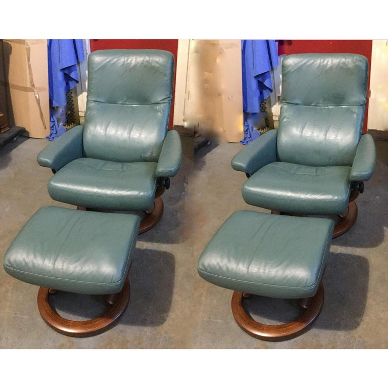 Super Cool Mid-Century Modern Stressless Chairs with Ottomans In Excellent Condition For Sale In Hopewell, NJ