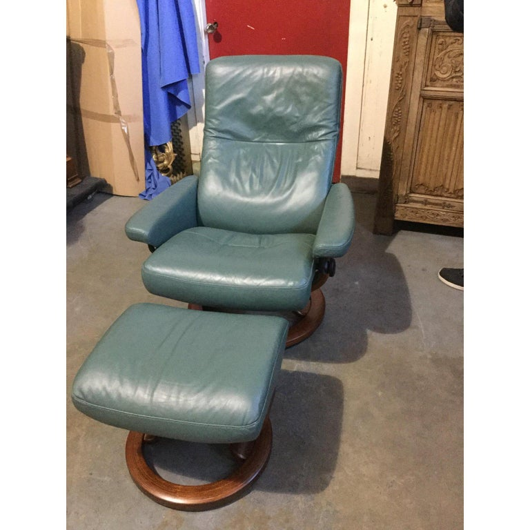 Late 20th Century Super Cool Mid-Century Modern Stressless Chairs with Ottomans For Sale