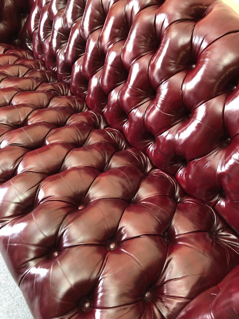 Super Luxurious Hancock & Moore Maroon Tufted Leather Chesterfield Style Sofa In Excellent Condition For Sale In Hopewell, NJ