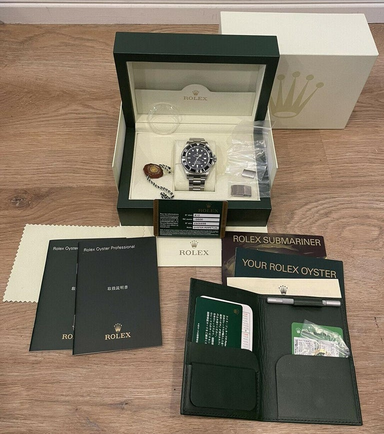 Rolex Oyster Perpetual Date Sea-Dweller Black Dial Men's Watch 16600 Box & Paper   Specifications BrandRolex Model NameOyster Perpetual Date Sea-Dweller   Model No.16600 GenderMen's Case Diameter40mm BoxYes PapersYes Condition excellent