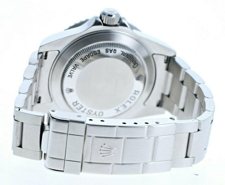 Super Mint Rolex 16600 Sea-Dweller Black Dial Men's Watch Box & Paper In Good Condition For Sale In Beverly Hills, CA