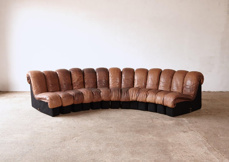 Super patinated De Sede DS-600 modular sectional non stop sofa by Heinz Ulrich, Ueli Berger and Elenora Peduzzi-Riva, 1970s, Switzerland. Original brown leather seating with felt bases. 13 elements which zip together and apart - we have additional