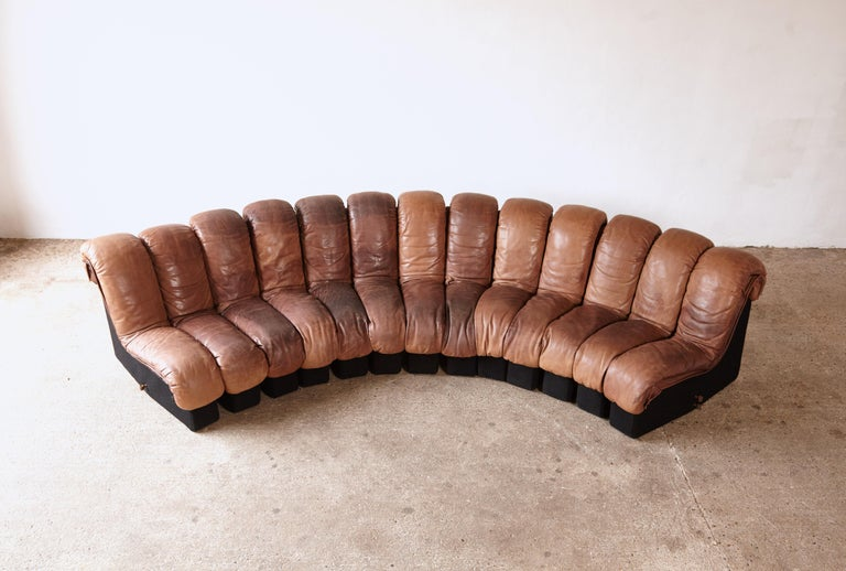 Super Patinated De Sede DS-600 Modular Sectional Leather Non Stop Sofa, 1970s In Good Condition For Sale In London, GB