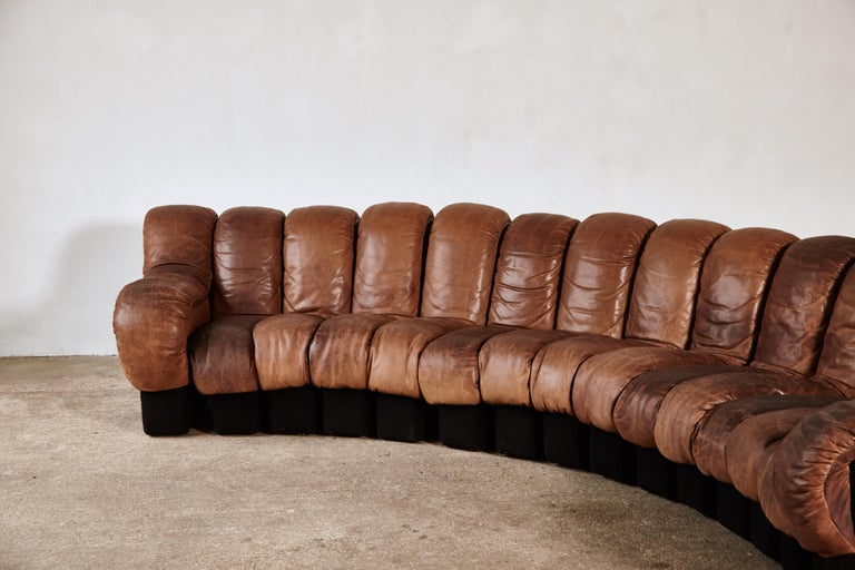 Super Patinated De Sede Ds-600 Modular Sectional Leather Non Stop Sofa, 1970s For Sale 3