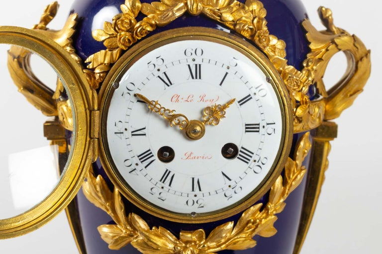 Superb Clock, Giltbronze and Blue Enamel by Beurdeley, Paris, France, circa 1850 In Good Condition For Sale In Saint-Ouen, FR