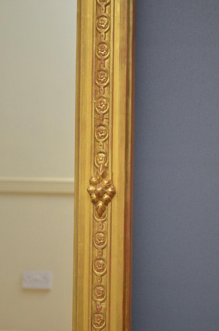 Superb Early 19th Century Giltwood Pier Mirror For Sale 5