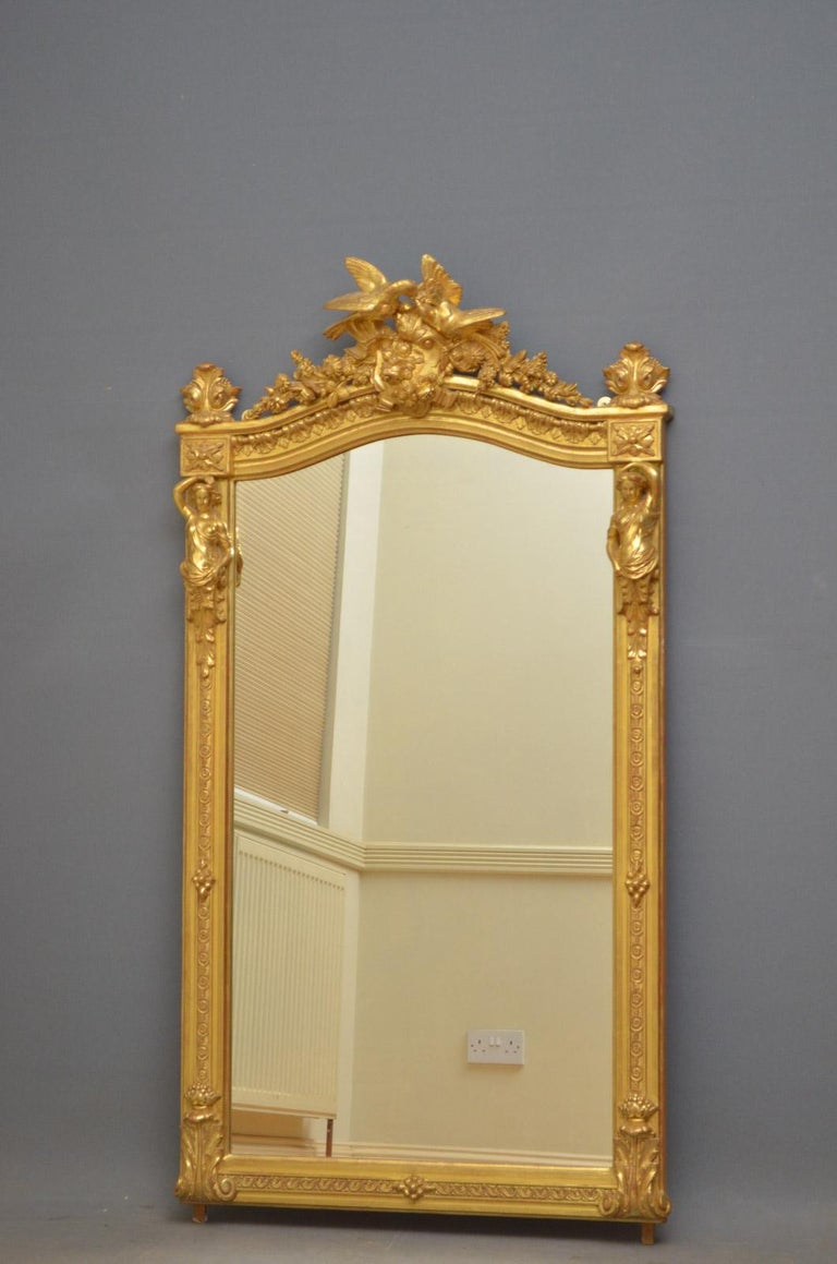 Sn4516 fine quality and very elegant early 19th century gilded wall mirror, having original mirror plate in finely decorated frame. This antique mirror retains its original gilt and is exceptional home ready condition, circa 1830. Measures: H 62