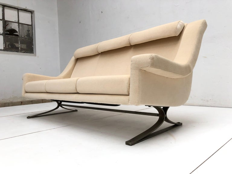Mid-Century Modern Superb 'Grand Prix' Lounge Set in Mohair by Sculptor Maurice Calka, Arflex, 1960 For Sale