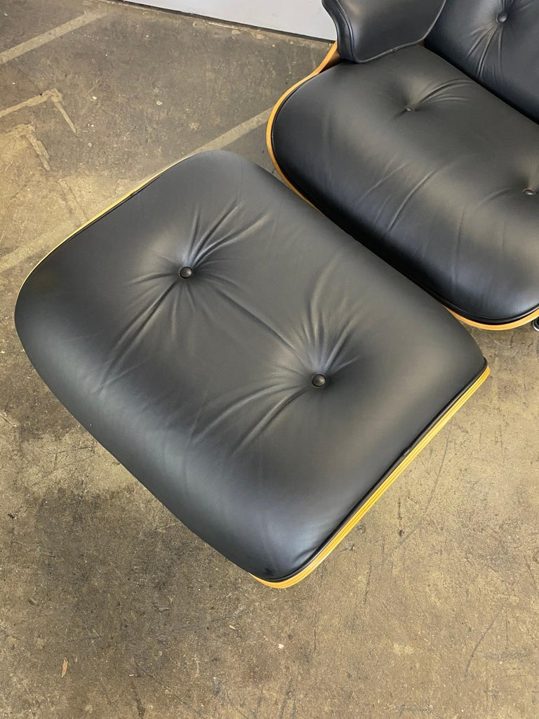 Superb Herman Miller Eames Lounge Chair and Ottoman 10