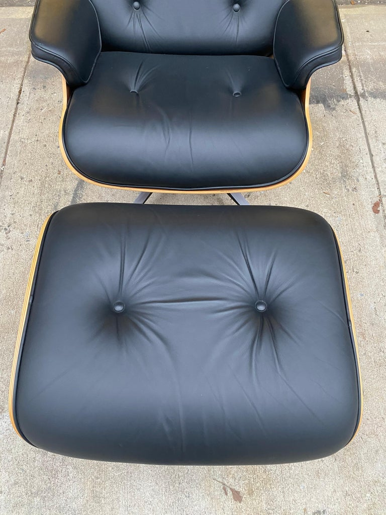 Mid-Century Modern Superb Herman Miller Eames Lounge Chair and Ottoman