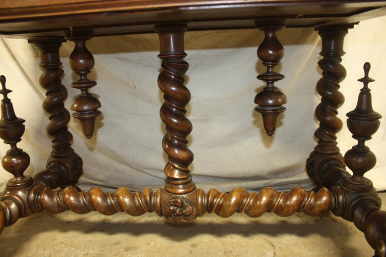Superb Italian 18th Century Writing Table For Sale 13