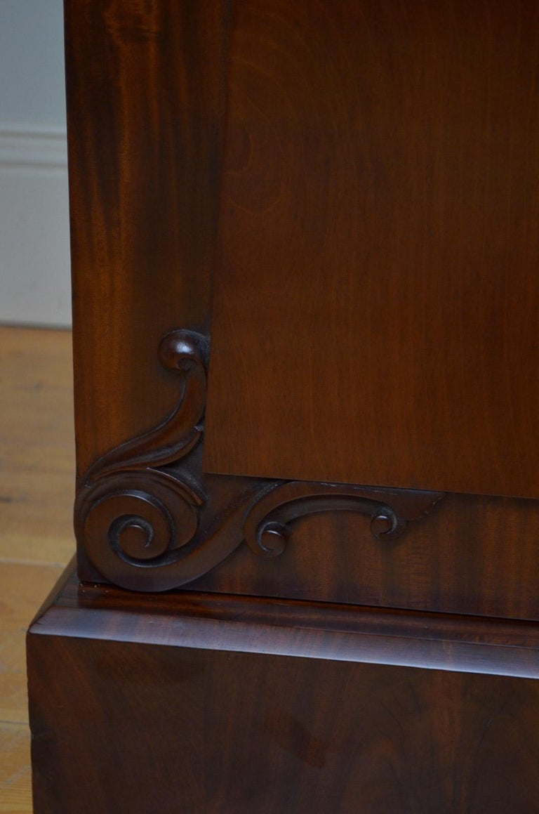 Superb Quality William IV Mahogany Sideboard For Sale 5