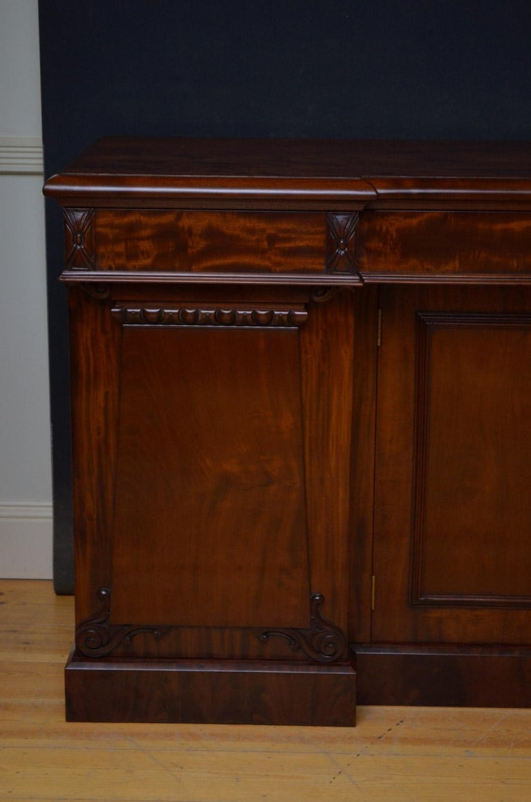 Superb Quality William IV Mahogany Sideboard For Sale 8
