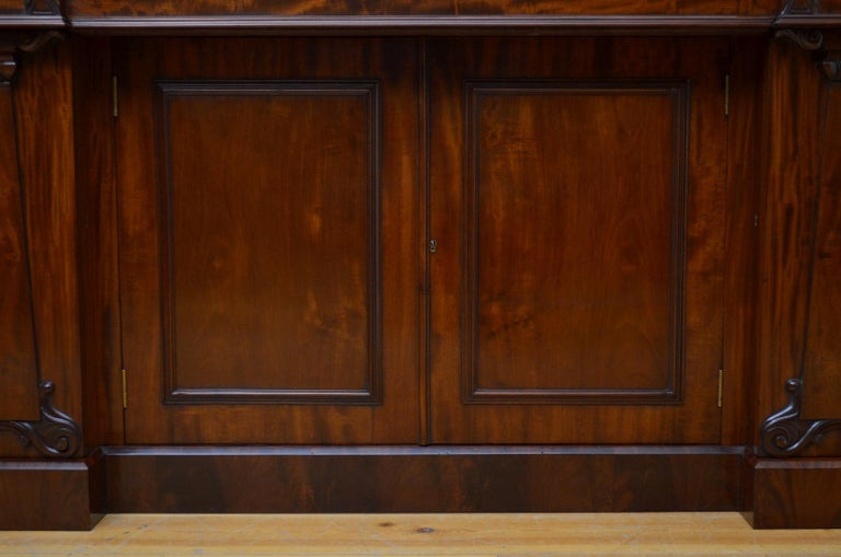 Superb Quality William IV Mahogany Sideboard For Sale 9