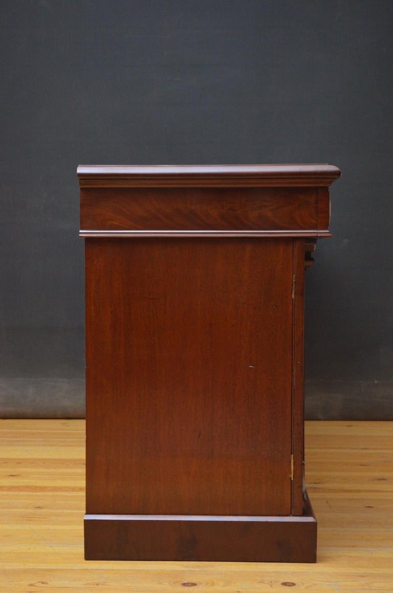 Superb Quality William IV Mahogany Sideboard For Sale 10