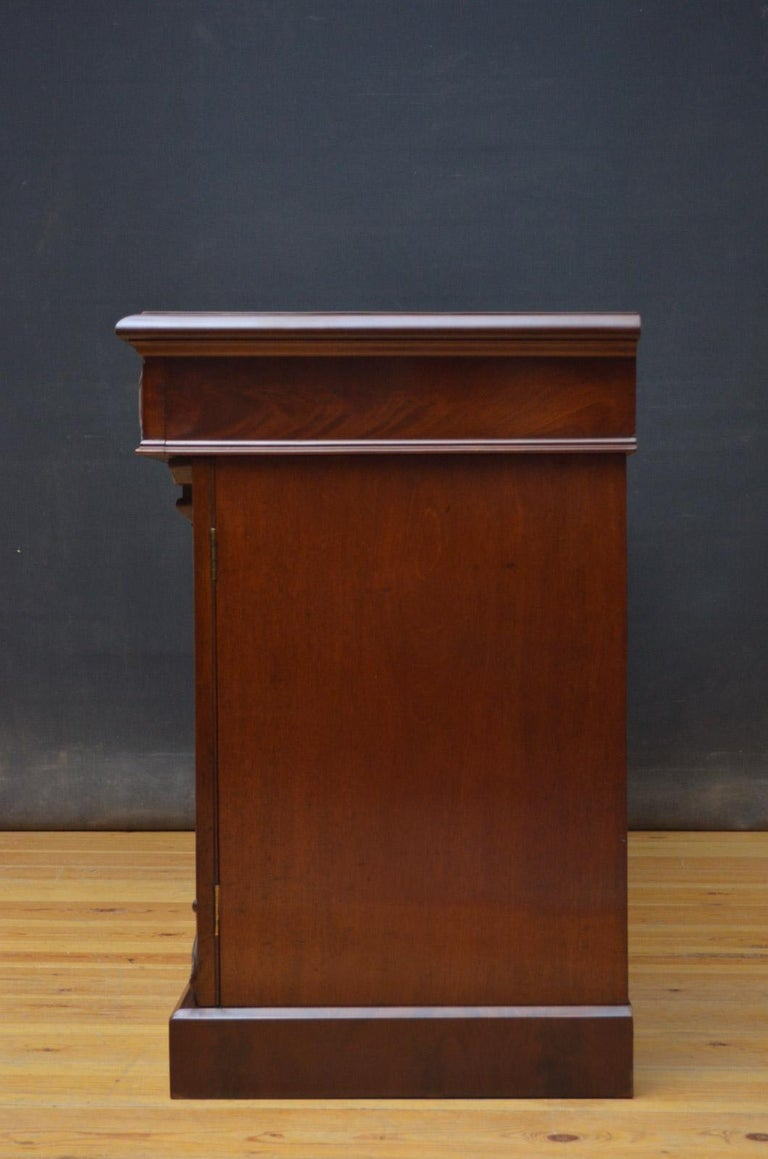 Superb Quality William IV Mahogany Sideboard For Sale 11