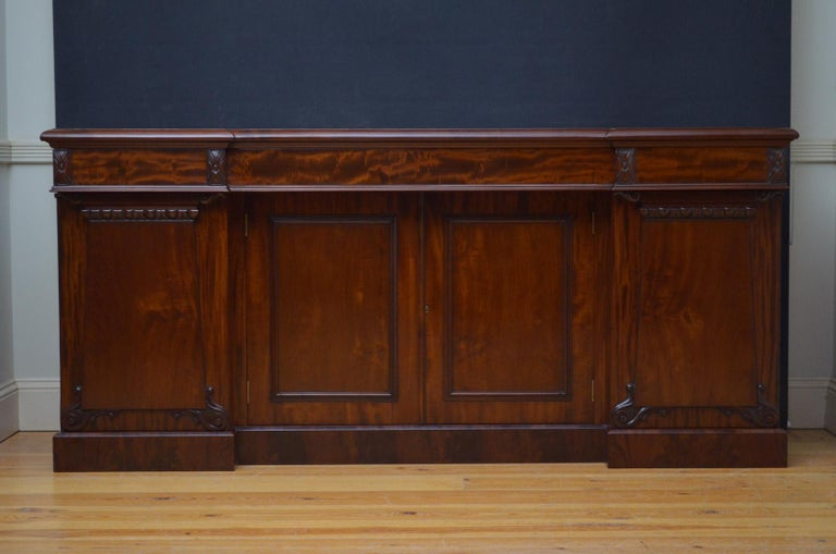 Superb Quality William IV Mahogany Sideboard For Sale 2