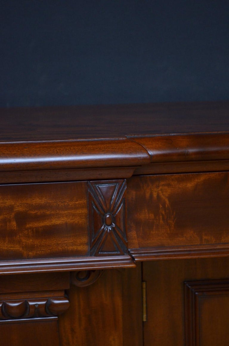 Superb Quality William IV Mahogany Sideboard For Sale 4
