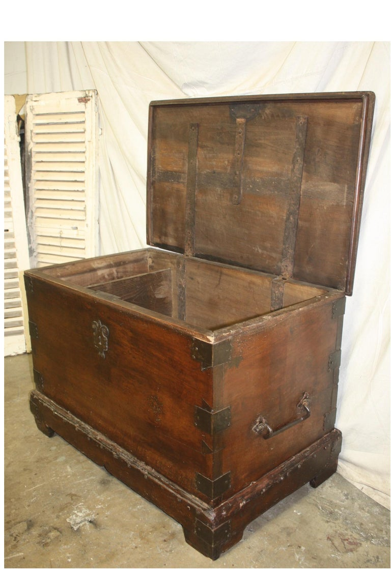 Superbe 17th Century French Blanket Chest or Trunk For Sale 5