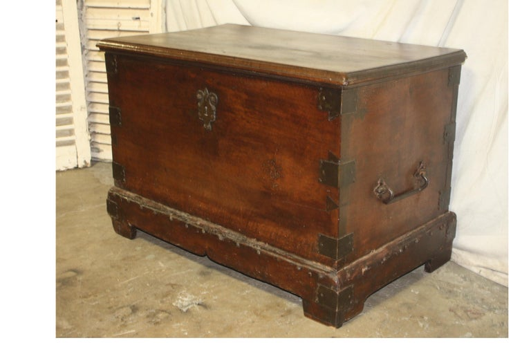 Superbe 17th century French blanket chest or trunk.
