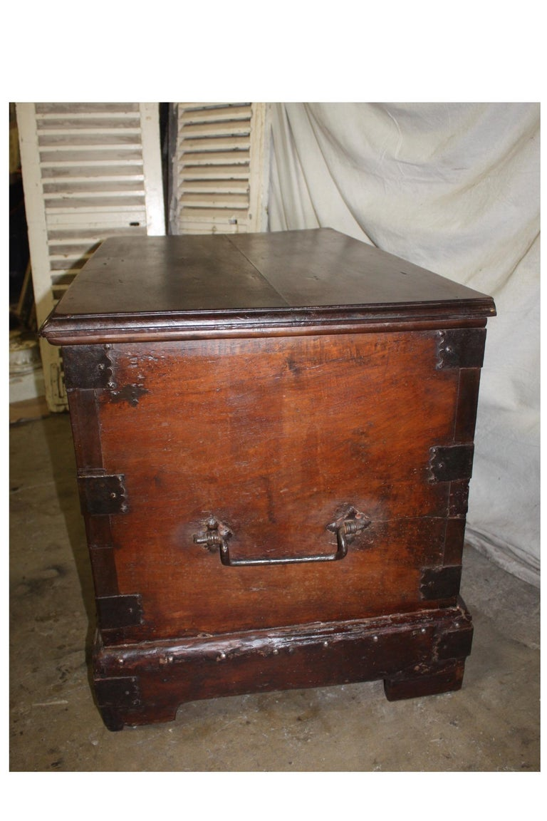 Superbe 17th Century French Blanket Chest or Trunk In Good Condition For Sale In Atlanta, GA