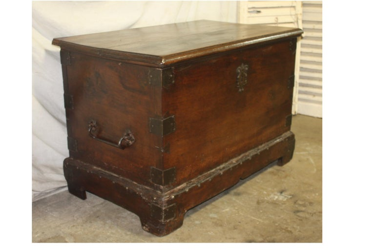 Superbe 17th Century French Blanket Chest or Trunk For Sale 1