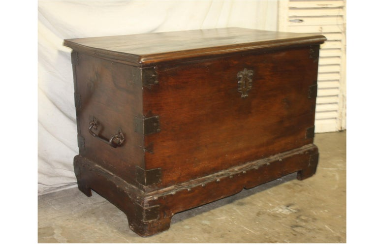 Superbe 17th Century French Blanket Chest or Trunk For Sale 2
