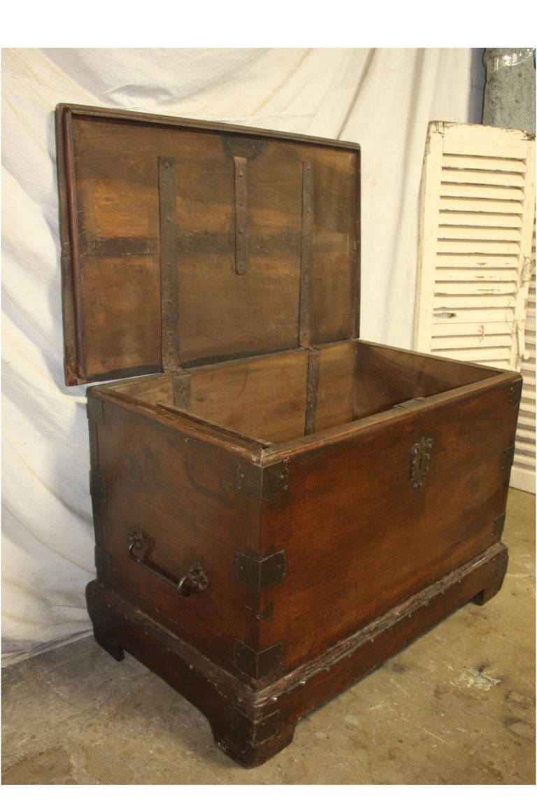 Superbe 17th Century French Blanket Chest or Trunk For Sale 3