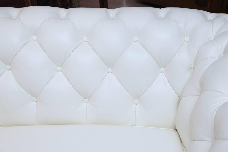 Superior White Leather Chesterfield Sofa For Sale 1