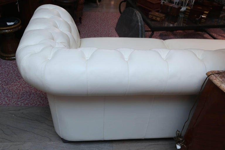Superior White Leather Chesterfield Sofa For Sale 2