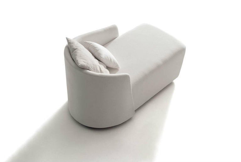 Supernatural chaise lounge by Jorge Pensi.  The Supernatural range by Jorge Pensi is a collection of elegant pieces designed with lightness of form in mind.  Jorge Pensi is a renowned Spanish designer hailing from Barcelona who has received