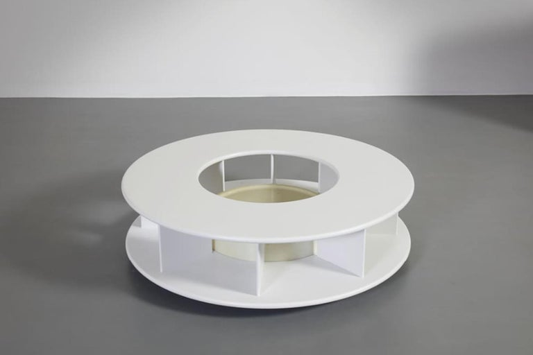 Low round table model Baazar in white lacquered wood, designed by Superstudio and produced by Giovannetti, Italy 1968.