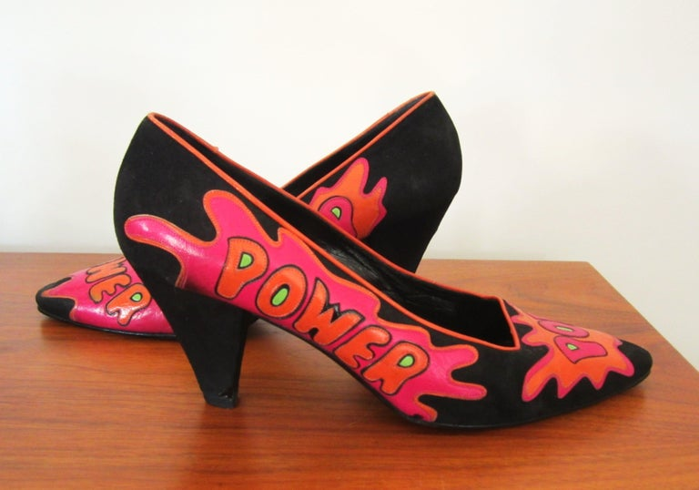 Susan Bennis / Warren Edwards POP POWER Leather Suede Pump Shoes Pop Art. These shoes are fabulous with the Pop Power graphics on the front and sides of the shoes. Circa 1984-85. In the Met 150 Archives! They are a size 8, and are on the narrow