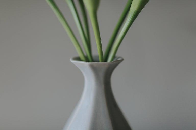 Table Vase Ink Black Flower Vase Modern Contemporary Glazed Porcelain In New Condition For Sale In Asheville, NC