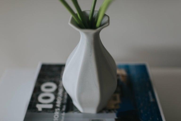Table Vase Ink Black Flower Vase Modern Contemporary Glazed Porcelain For Sale 2