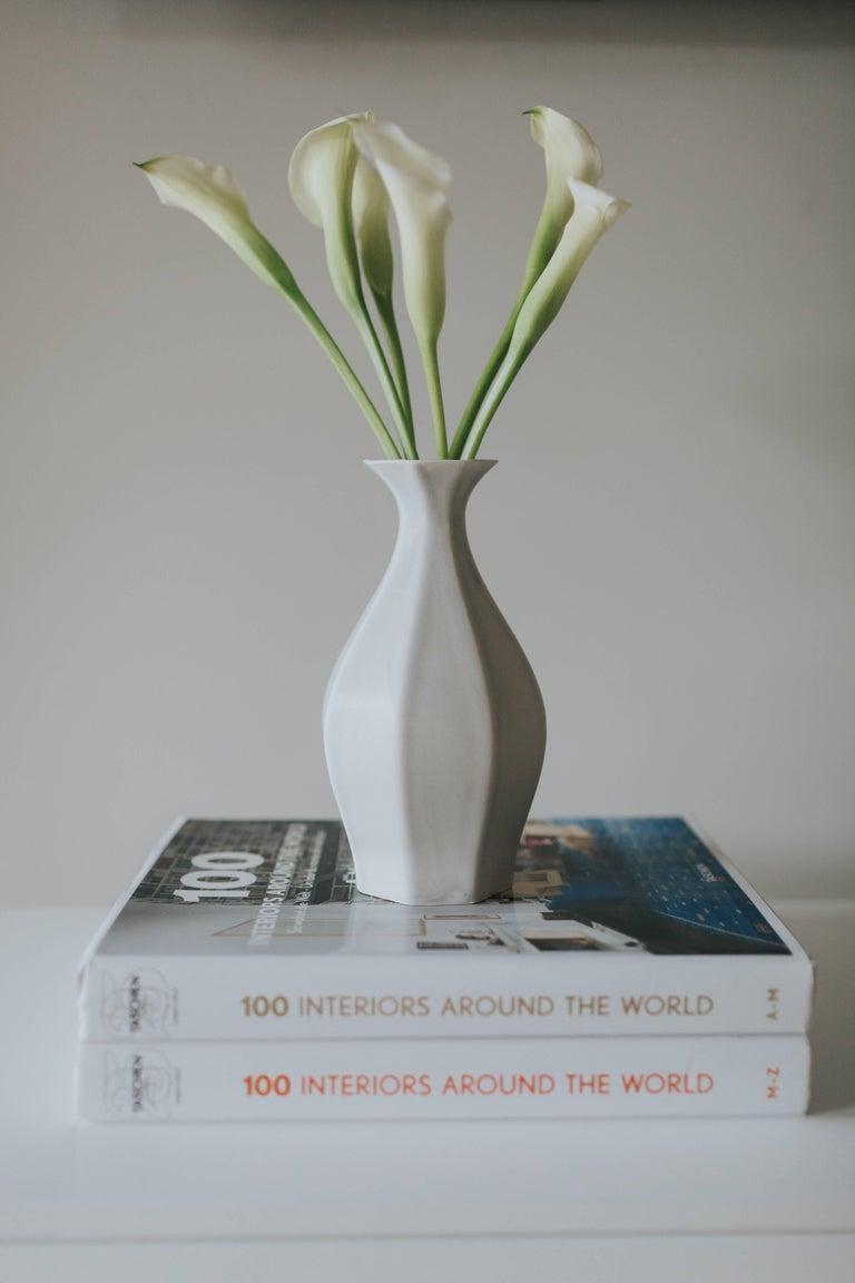 Table Vase Ink Black Flower Vase Modern Contemporary Glazed Porcelain For Sale 4