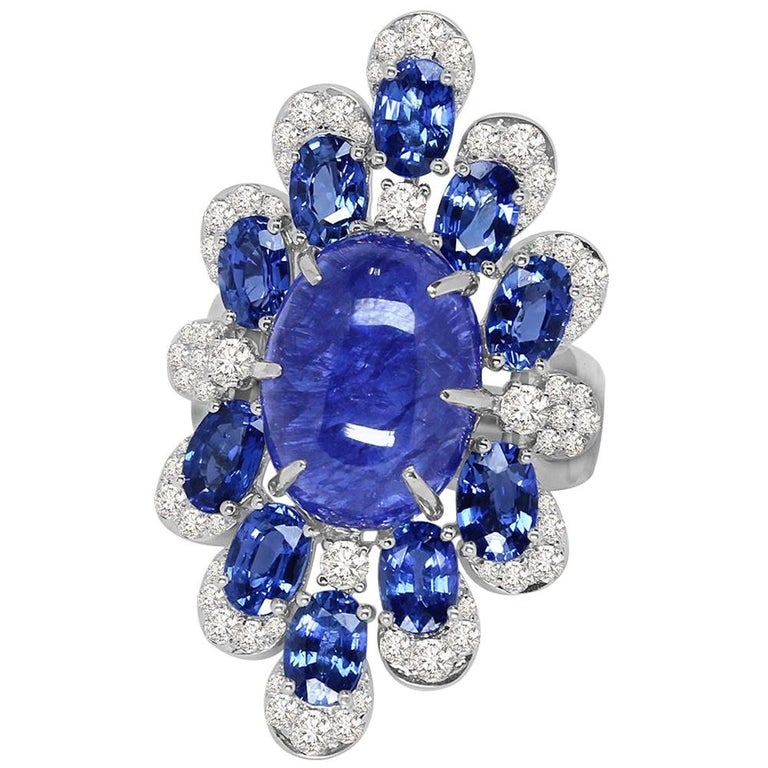Sutra 18 Karat Gold Ring with Cabochon Tanzanite, Blue Sapphires and Diamonds For Sale