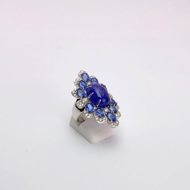 Women's or Men's Sutra 18 Karat Gold Ring with Cabochon Tanzanite, Blue Sapphires and Diamonds For Sale