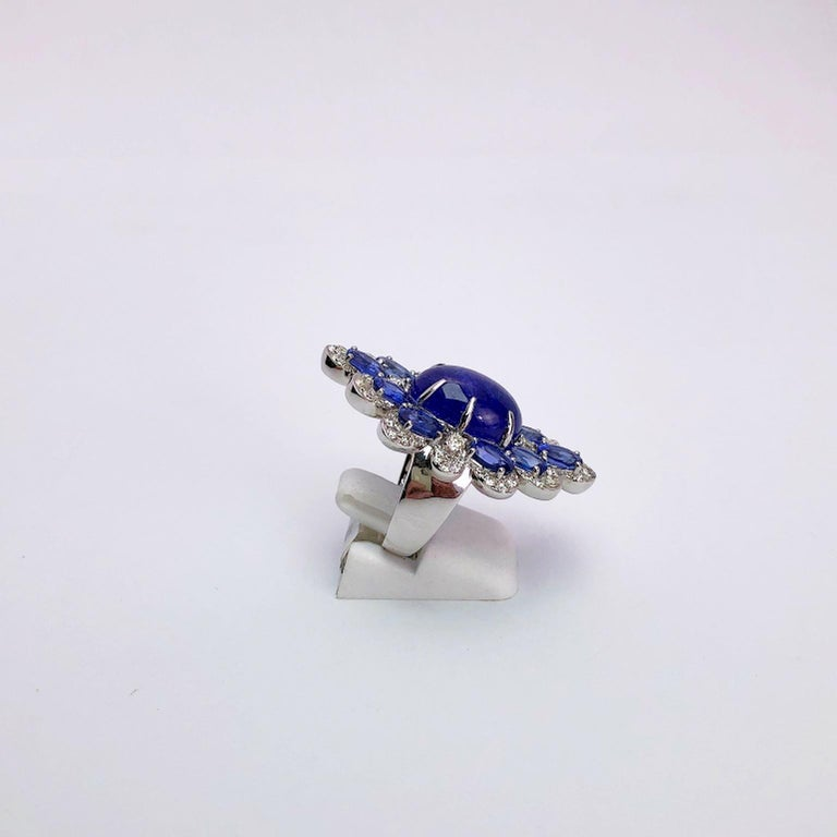 Sutra 18 Karat Gold Ring with Cabochon Tanzanite, Blue Sapphires and Diamonds For Sale 2