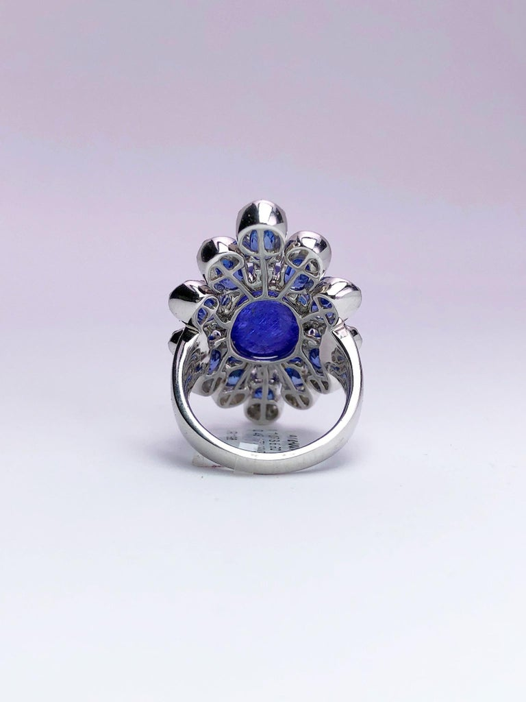 Sutra 18 Karat Gold Ring with Cabochon Tanzanite, Blue Sapphires and Diamonds For Sale 4