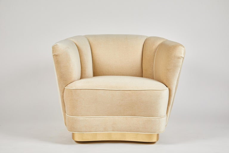 Dragonette limited introduces the Sutton place club chair. A beautiful and elegant design, as shown the swiveling version on a gold-leafed base. Fully customizable, including a footed version. Price is COM.