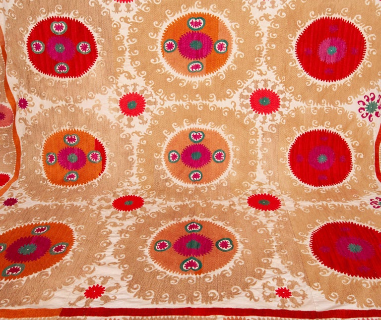 Suzani from Samarkand Uzbekistan, Mid-20th Century In Good Condition For Sale In Istanbul, TR