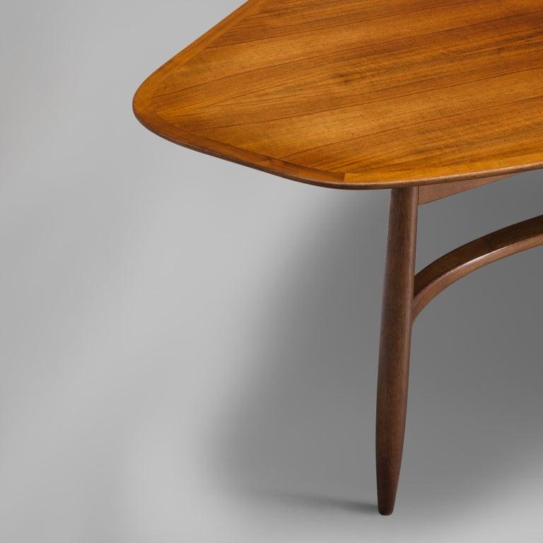 Svante Skogh Freeform Coffee Table in Walnut In Good Condition In Waalwijk, NL