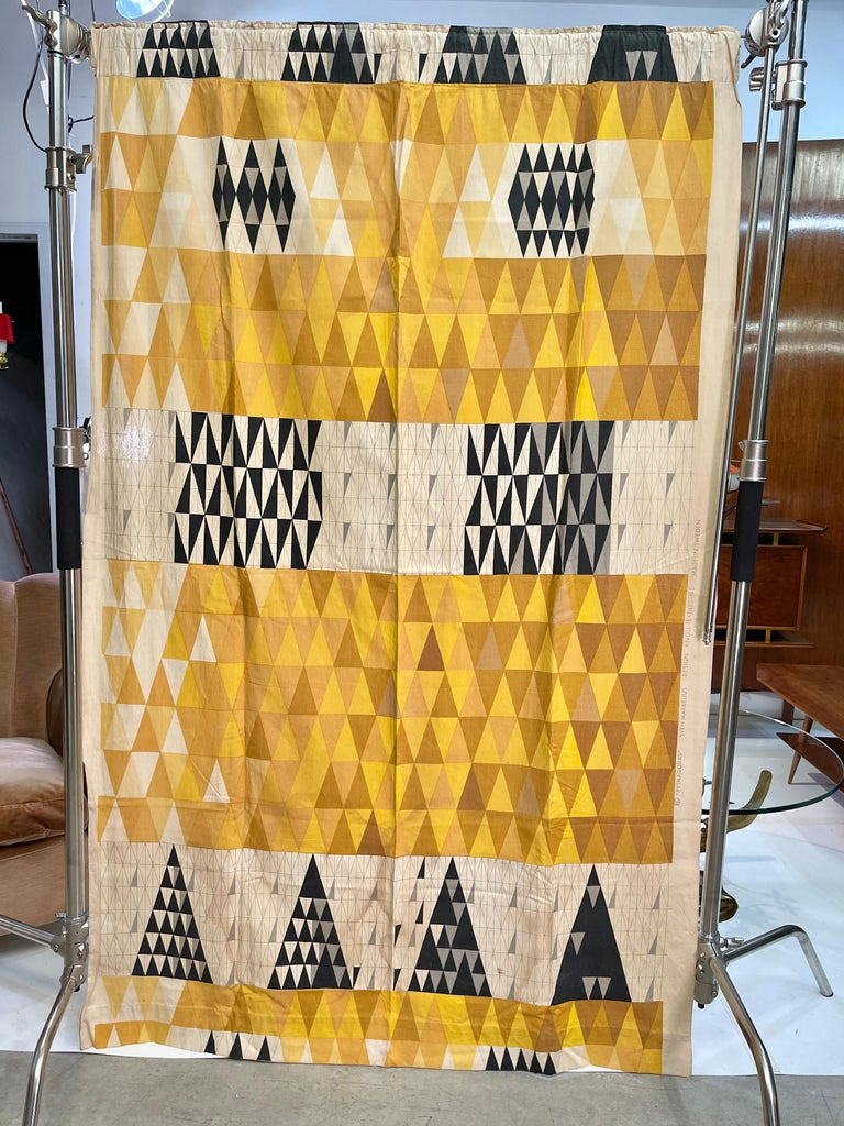 Sven Markelius (1889-1970), Pythagoras drapery panel produced in 1952 by Ljungberg's Textile AB, Sweden for Knoll Associates, New York, NY. Overall dimensions are 77 inches high by 50 inches wide including printed selvedge.  Along the top is a