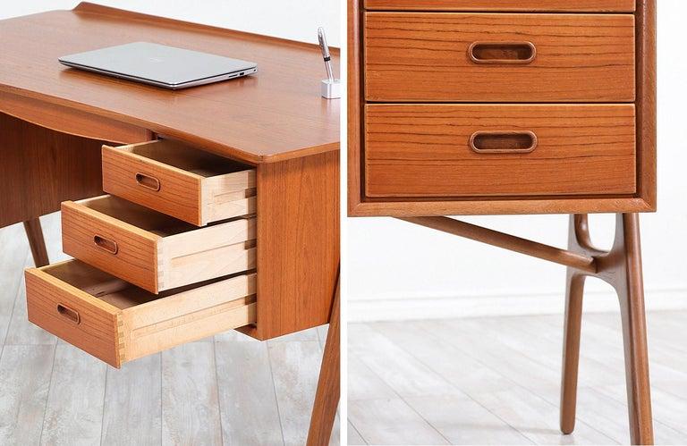 Svend A. Madsen Executive Teak Desk with Bookshelf for H.P. Hansen For Sale 5