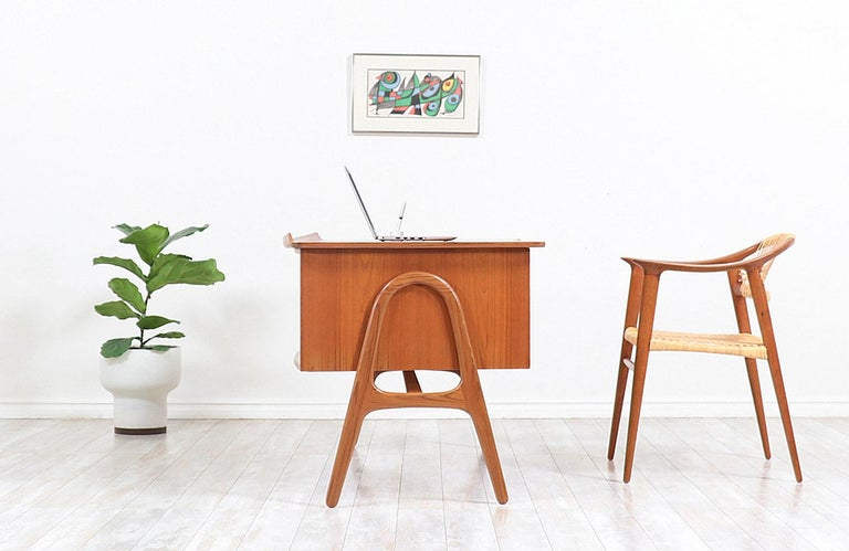 Svend A. Madsen Executive Teak Desk with Bookshelf for H.P. Hansen In Excellent Condition For Sale In Los Angeles, CA