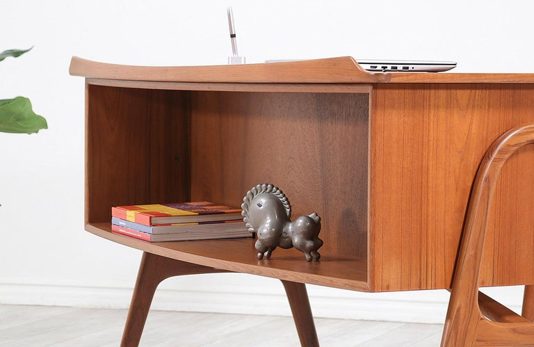Svend A. Madsen Executive Teak Desk with Bookshelf for H.P. Hansen For Sale 1