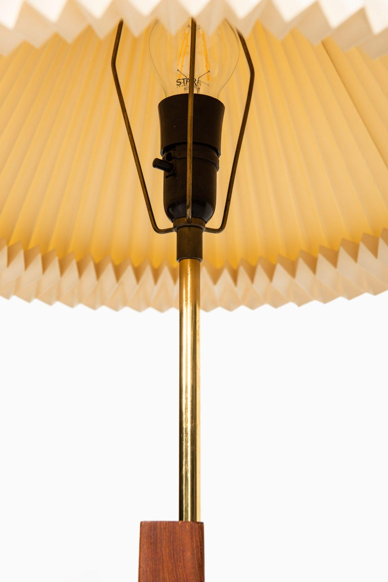 Svend Aage Holm Sørensen Floor Lamp Produced by Holm Sørensen & Co in Denmark In Good Condition For Sale In Malmo, SE