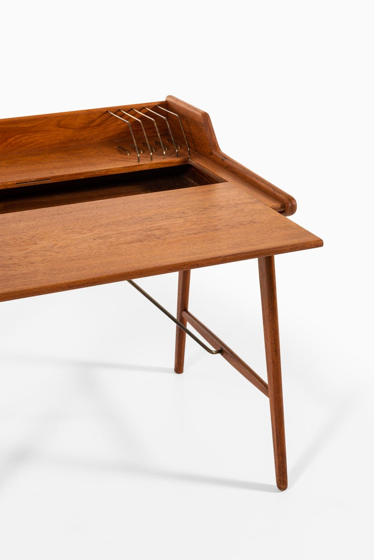 Svend Aage Madsen Desk Produced by K. Knudsen & Søn in Denmark In Good Condition For Sale In Malmo, SE