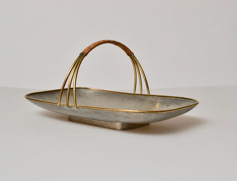 Svensk Tenn Pewter Cookie Dish with Handle, Mid-20th Century In Good Condition For Sale In Stockholm, SE